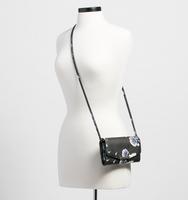 0005 mara wallet manequin