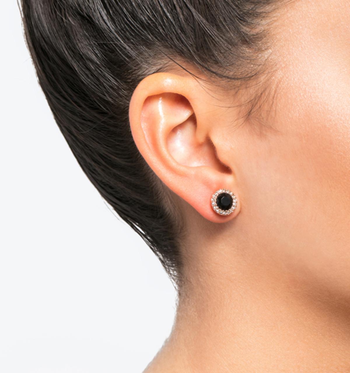 Stud earrings black