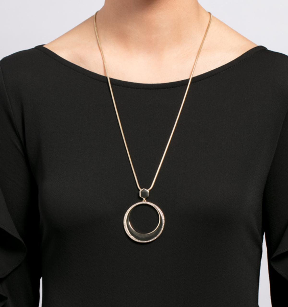 Soho social adjustable pendant necklace